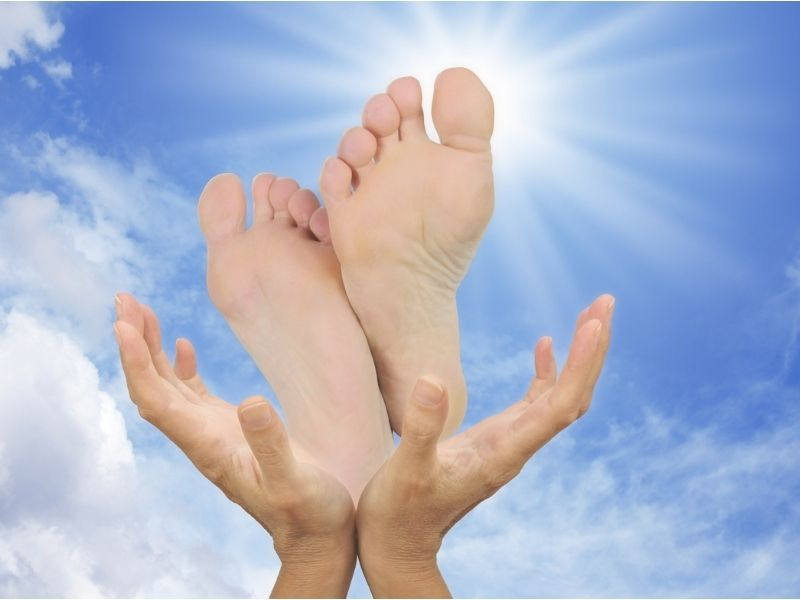 reflexology by sarah butler therapies calms a person, putting them into a relaxed state